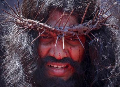 تصاویر/ مراسم خرافی مصلوب کردن (۱۳+)